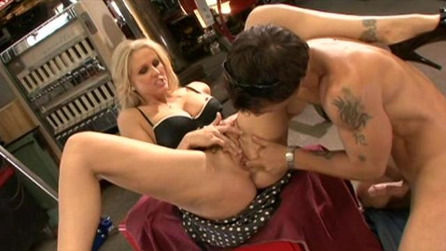 MILF Wars:Julia Ann vs Lisa Ann (2011) [CD2]